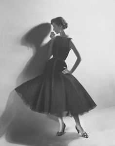 Dovima. Photo: Cecil Beaton, 1952.