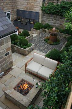 Outdoor Kitchen and Fire pit Urban Courtyard for Entertaining. Inspired Garden Design - Urban Courtyard