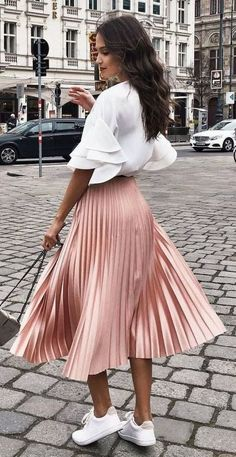 Midi Rock Outfit, Midi Skirt Outfit, Winter Skirt Outfit, Pleated Midi Skirt, Satin Skirt, Mini Skirt, Smart Casual Skirt Outfit, Smart Casual Women Skirt, Smart Casual Outfit Summer