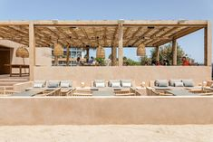 Restaurantes Assaona Mallorca  Tarruella Trenchs Studio Somewhere On A Beach, Cool Restaurant, Beach Cafe, Garden Bar, Pool Bar, Patio Design, Outdoor Rooms, Decoration, Santorini