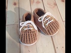 YouTube Crochet Baby Boots, Crochet Baby Clothes, Crochet For Boys, Newborn Crochet, Crochet Shoes, Crochet Slippers, Baby Booties, Baby Shoes, Crochet Mobile