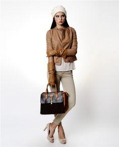 Vero Moda kahverengi ceket ile tarz yaratın.    Deri görünümlü ceket Hakim yaka Fermuarlı cep detayı %100 viskon Yaka kısmında düğme detayı  Vero Moda kahverengi deri ceket ile asi ruhunuzu ön plana çıkarın.
