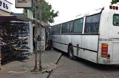 В Херсоне автобус въехал в рынок. ФОТО http://ukrainianwall.com/blogosfera/v-xersone-avtobus-vexal-v-rynok-foto/  В Херсоне рейсовый междугородний автобус въехал в коммунальный рынок. Херсон по числу беспредельных ДТП с участием общественного транспорта уверенно лидирует в Украине. И ранее маршрутки постоянно на ходу теряли колёса,
