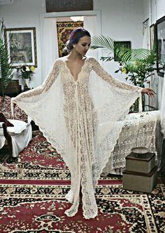 Exclusive Embroidered French Lace Bridal Robe por SarafinaDreams