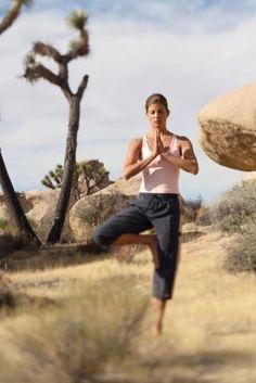 ¿Sabías que…? Practicar yoga con regularidad ayuda a prevenir ataques cardíacos y mejorar las condiciones cardiovasculares. Namaste, www.ciudadyoga.com