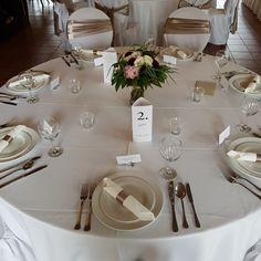 Esküvői menü - háromszög. Gyere és válogass a több mint 500 csodálatos egyedi esküvői kellék közül. Mennyiségi kedvezményekkel várunk. MerciDekor.hu Inspirációs képeink segítenek a Te stílusod megtalálásában. Gyere és hívj: Tel: 30/385-4688 Ingyenes tanácsadással várunk! - Esküvői menü - háromszög Table Settings, Place Settings, Tablescapes