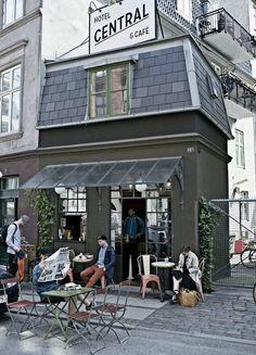 Pernille Teisbaek, Dänemarks bekannteste Bloggerin, verrät ihre Lieblingsorte in der kleinen Metropole — passend zum Start der Fashion Week am 3. August
