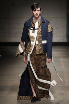 London Fashion Week Men's 2017 Fall/Winter: What You Missed on Day One: Taking a look at Per Götesson, Alex Mullins and Craig Green. Fashion Week Hommes, London Fashion Week Mens, Runway Fashion, Fashion Models, Fashion Show, Mens Fashion, Fashion Design, Mode Masculine, Craig Green