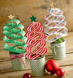 Creative with paper strips (kreativ.) - Easy Crafts for All Christmas Crafts For Kids, Book Crafts, Winter Christmas, Kids Christmas, Holiday Crafts, Diy And Crafts, Christmas Gifts, Christmas Decorations, Paper Crafts