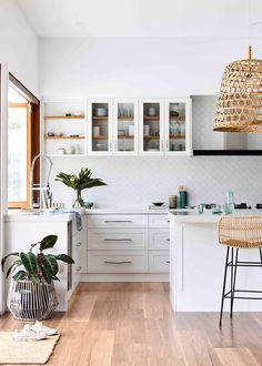 Home Decor Living Room Room Recipe: A beautiful coastal kitchen Home Decor Kitchen, New Kitchen, Home Kitchens, Kitchen Dining, Coastal Kitchens, Design Kitchen, Warm Kitchen, Glass Kitchen, Küchen Design