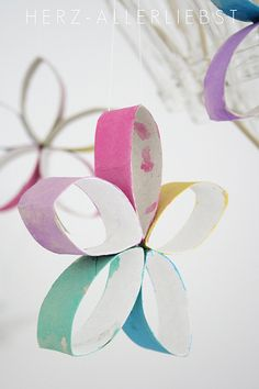 kids craft - painted paper towel roll flowers