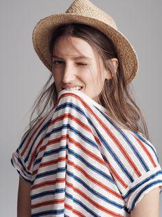Women Outdoor Style | Madewell linen bicoastal tee & straw fedora
