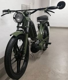 Forced to wrong size: natural is Moped Bike, Cruiser Bicycle, Bicycle Wheel, Bicycle Rack, Puch Moped, Vespa Scooters, Motorcycle Travel, Motorcycle Style, Motorcycle Quotes
