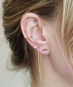Here are the Top Types of Piercings You'll Want to Get! We listed the top 20 types of piercings you will want to get with insights and pictures. Get to see how your future piercing will look like before. Bar Earrings, Diamond Earrings, Crystal Earrings, Simple Earrings, Earings Gold, Daith Earrings, Conch Earring, Piercing Tattoo, Orbital Piercing