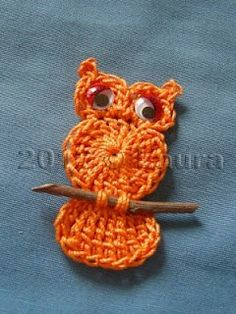 Owl applique ☺ Free Crochet Pattern ☺ Those appliques I keep tripping over are… Laura fa: Gufetto all'uncinetto, com instruções. Laura fa: Gufetto all'uncinetto (This would be cute for a magnet) I need to learn how to crochet. Crochet An Easy Lace Crochet Owls, Love Crochet, Crochet Crafts, Yarn Crafts, Crochet Flowers, Diy Crochet, Crochet Owl Applique, Crochet Butterfly, Double Crochet