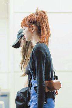 Jennie Lisa, Blackpink Lisa, Blackpink Fashion, Korean Fashion, Yg Entertainment, Super Junior, K Pop, Penshoppe, Lisa Blackpink Wallpaper