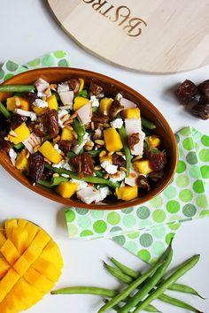 Sperziebonensalade met mango, geitenkaas en dadels