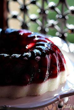 Mamina jela: Letnji kuglof od griza i želea sa višnjama Greek Desserts, Frozen Desserts, Summer Desserts, Greek Recipes, Fruit Recipes, Cookie Recipes, Dessert Recipes, Bueno Cake, Gold Dessert