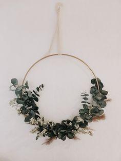 Gold Diy, Diy Arts And Crafts, Diy Crafts, Diy Broderie, Christmas Wreaths, Christmas Decorations, Fleurs Diy, Deco Boheme, Floral Hoops