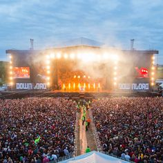 LIVE MUSIC REVIEW : Download Festival Donington Park - http://www.gigsoup.co.uk/reviews/gigs/live-music-download-festival-donington-park-12th-14th-june-2015/?utm_content=bufferdbe17&utm_medium=social&utm_source=pinterest.com&utm_campaign=buffer Three Days Grace Download Festival