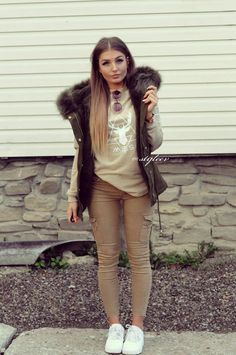 Kaki Outfits, Khaki Pants Outfit, Beige Outfit, Outfits Mujer, Vest Outfits, Sport Outfits, Trendy Outfits, Fashion Outfits, College Outfits