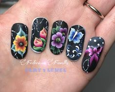 Mostruário de unhas Different Nail Designs, Simple Nail Art Designs, Easy Nail Art, Nails & Co, Toe Nails, Hair And Nails, Uñas One Stroke, One Stroke Nails, Fingernails Painted