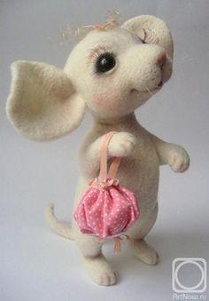 Needle Felted Mouse by elena-komarov @ fotki. Needle Felted Animals, Felt Animals, Wet Felting, Needle Felting, Felt Mouse, Cute Mouse, Felt Dolls, Felt Art, Soft Sculpture