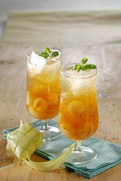 Ice tea longan jeli merupakan kreasi dari es teh yang ditambahkan lengkeng dan jeli, tapi rasa segarnya sangat segar.