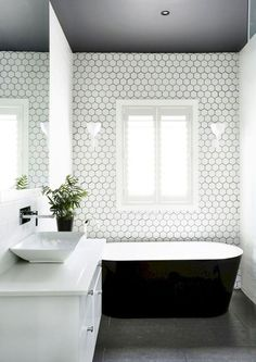 You need a lot of minimalist bathroom ideas. The minimalist bathroom design idea has many advantages. See the best collection of bathroom photos. Bathroom Design Small, Bathroom Interior Design, Home Interior, Decor Interior Design, Bathroom Designs, Bathroom Modern, Black Bathrooms, Neutral Bathroom, Small Bathrooms
