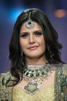Zarine Khan walks the runway in a Jewellery design at the India International Jewellery Week 2012 Day 3 at the Grand Hyatt on on August 2012 in Mumbai, India. Indian Actress Photos, Indian Bollywood Actress, Bollywood Actress Hot Photos, Bollywood Girls, Beautiful Bollywood Actress, Most Beautiful Indian Actress, Bollywood Fashion, Beautiful Actresses, Bollywood Celebrities
