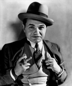 Edward G Robinson an actor always associated with gangster movies Golden Age Of Hollywood, Vintage Hollywood, Hollywood Stars, Classic Hollywood, Hollywood Icons, Hollywood Boulevard, Hollywood Men, James Cagney, Martin Scorsese