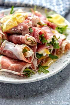 Prosciutto Rolls Prosciutto Rolls are an easy and delicious appetizer perfect for any party. Made with prosciutto, goat cheese, fig preserves, arugula and lemon. - Everything About Appetizers Elegant Appetizers, Cold Appetizers, Healthy Appetizers, Appetizers For Party, Appetizer Recipes, Healthy Recipes, Appetizer Ideas, Dip Recipes, Delicious Recipes