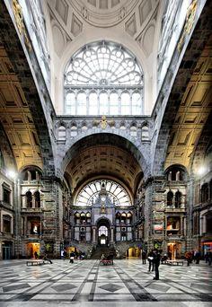Het Centraal Station van Antwerpen. Mooi!