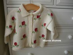Комплект для девочек с орнаментом розочки -  Модное вязание