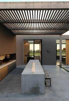 jolie salle à manger contemporaine avec table rectangulaire