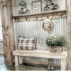 Vintage Farmhouse Decor There are many rustic wall decor ideas that can make your home truly unique. Find and save ideas about Rustic wall decor in this article. Diy Home Decor Rustic, Rustic Wall Decor, Rustic Walls, Country Decor, Rustic Bench, Rustic Wood, Country Living Room Rustic, Texas Home Decor, French Country Bedrooms