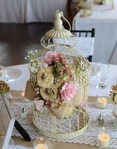 Epic Beautiful Shabby Wedding Centerpieces Ideas Centerpiece is a decorative decoration that is usually placed on a table, such as a guest table to the dining table. Its function is to decorate and e. Shabby Chic Centerpieces, Wedding Table Centerpieces, Centerpiece Decorations, Wedding Decorations, Decor Wedding, Wedding Ideas, Bodas Shabby Chic, Bird Cage Centerpiece, Vintage Wedding Flowers