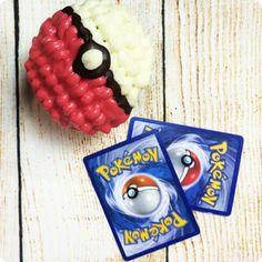 """Pokémon Party - der Trend für deinen nächsten Kindergeburtstag! Pokémon – waren das nicht die kleinen erfundenen Figuren, die es seit den 90ern als Spiele, Sammelkarten und ähnliches gibt? Ja, genau die meinen wir. Denn die kleinen Figuren, die auf japanisch """"kleine Taschenmonster"""" heißen, feiern durch das neue Handyspiel Pokémon Go gerade ein riesen Comeback! Also feier deinen nächsten Kindergeburtstag unter dem Motto Pokémon! Noch mehr Inspiration findest du unter blog.balloonas.com"""