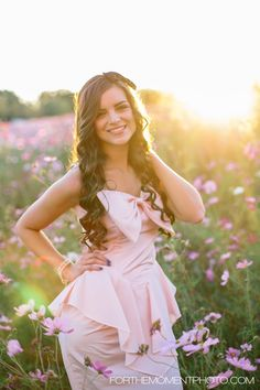 Girl Vintage Inspired Belleville, IL High School Senior Photo Ideas by For The Moment Photography #forthemomentphotography #seniorphotos #vintageseniorphotos
