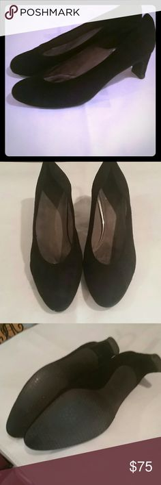 Steward Weitzman Black Suede Pumps Beautiful quality Steward Weitzman shoes in very good used condition.  The inner lining doesn't match, but it has no effect when wearing. Steward Weitzman  Shoes Heels