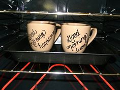 CUTE-SY up your MUGS. 2 plain mugs Sharpie 350 degrees for 20 minutes Easy do it yourself project for any age Sharpie Crafts, Diy Sharpie Mug, Sharpie Plates, Sharpie Projects, Do It Yourself Projects, Diy Projects To Try, Kid Projects, Craft Gifts, Diy Gifts