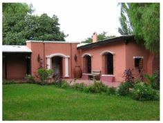 casa estilo colonial pampeano - Buscar con Google Fachada Colonial, Stucco Homes, Exterior, Spanish Colonial, House Colors, Shed, Home And Garden, Cottage, Outdoor Structures