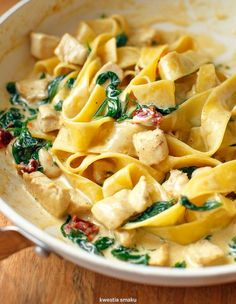 Pasta with chicken and spinach in a curry sauce - Fast dinner ideas - Makaron Fast Healthy Meals, Healthy Recipes, Kitchen Recipes, Cooking Recipes, Pasta Recipes, Dinner Recipes, Dinner Ideas, Cooking Pork Chops, Cooking Ribs