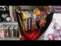 Cómo hacer un ramo de dulces. - YouTube Valentines Day Pizza, Valentine Gifts For Kids, Valentines Diy, Candy Bouquet Diy, Diy Bouquet, Diy Crafts Hacks, Diy Home Crafts, Birthday Message For Boyfriend, Chocolate Flowers Bouquet