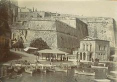 Marsamxett Gate Another entrance to Valletta was the Marsamxett Gate. In the early it was demolished and replaced by an archway. The photo below taken in 1902 gives a glimpse of the gate. Old Pictures, Old Photos, Vintage Photos, Malta Bus, Malta Italy, Malta History, Malta Gozo, Malta Island, Beautiful Islands