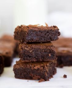 Ever wanted bakery style brownies at home? Well this recipe is THE BEST bakery style brownie recipe out there and uses no cocoa powder! Easy Brownie Recipe Without Cocoa Powder, Brownies Without Cocoa Powder, Chocolate Brownie Recipe Easy, Quick Brownie Recipe, Brownie Recipes, Chewy Brownies, Best Brownies, Chocolate Brownies, Chocolate Chips