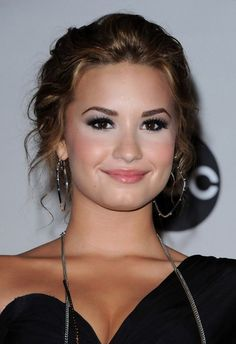 Prom Hairstyles: Demi Lovato Hairstyles for Prom