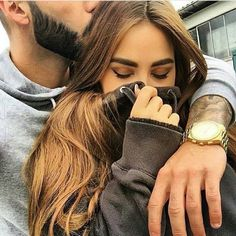 Boyfriend holding girlfriend, cold,  jacket, couple, cute, adorable http://www.rencontres-rondes.com/?siteid=1713452