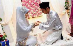 Malaysian bride and groom. source: https://www.facebook.com/HalalLoveRelationship