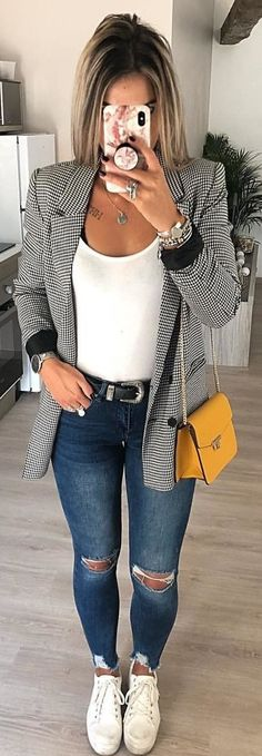 003 looks com tenis, gray blazer, outfit jeans, blazer out Mode Outfits, Casual Outfits, Gray Outfits, Blazer Fashion, Fashion Outfits, Womens Fashion, Travel Outfits, Fashion 2018, Sport Fashion